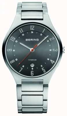 Bering メンズチタン、ブラックダイヤルウォッチ 11739-772